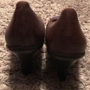 Shoes - Leather close toed heels